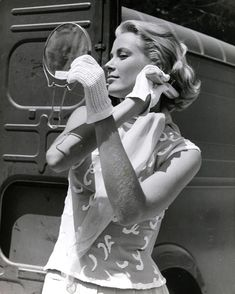 """Grace Kelly touching up her hair on the set of Hitchcock's """"To Catch A Golden Age Of Hollywood, Vintage Hollywood, Hollywood Glamour, Hollywood Actresses, Classic Hollywood, Grace Kelly Style, Princess Grace Kelly, Grace Kelly Fashion, Monaco"""