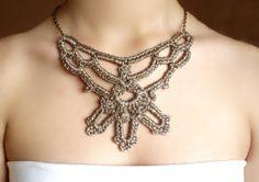 Collar crochet dorado Victoriano diseño original de  DIDIcrochet, €20.00…
