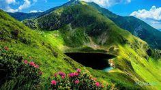Rila son unas montañas en el sudoeste de Bulgaria, las más altas montañas del país y de los Balcanes. El macizo es además el sexto más alto de Europa (cada uno representado únicamente por el pico más alto),