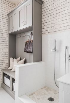 12 Genius Mudroom Dog Wash Station Ideas For Pet Lovers 12 Genius Mudroom Dog Wash Station Ideas For Pet Lovers No Home Is Complete Without A Dog Or – Mudroom Entryway Mudroom Laundry Room, Farmhouse Laundry Room, Laundry Room Design, Bench Mudroom, Gray Laundry Rooms, Mudrooms With Laundry, Dog Room Design, Laundry Room Utility Sink, Utility Sinks
