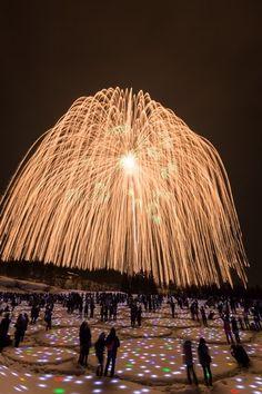 広大な雪原に植える約2万個の「光の種」が幻想的な光の花畑を演出。冬の夜空を彩るのは、雪上花火としては...  2017/2/13 noguchi