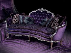 The sofa is a classical Luis XV style, characterized by gentle bends and carvings, while the finishing, in bright silver lacquering and dark violet, pays homage to the more contemporary glamour taste.
