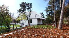 La moraleja, Madrid. Full renovation by ÁBATON. Side view and garden intervention by ÁBATON Landscape.