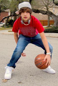 Ahhhh! Austin Mahone plus basketball.... my favorite things!