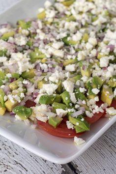 Tomatsalat med avokado og feta Pasta Salad, Cobb Salad, Avocado, Feta Salat, Dinner Is Served, Healthy Salad Recipes, Food Festival, Food Inspiration, Brunch