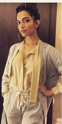 Deepika Padukone looks effortlessly chic as she attended the screening of Irfan Khan's Madaari last night. She was wearing a Nimi Shift top teamed with pinstripe jacket and pajama. Deepika has yet again pulled off the pajama dressing trend. The actress has been giving the comfortable PJ dressing trend a fresh and new lease of …