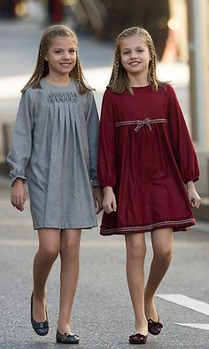 Queen Letizia of Spain's red carpet look plus more of the latest royal style We keep you up to date with what the royals have been wearing lately. Royal Fashion, Look Fashion, Kids Fashion, Fashion Outfits, Toddler Fashion, Little Girl Dresses, Girls Dresses, Dress Anak, Kids Outfits