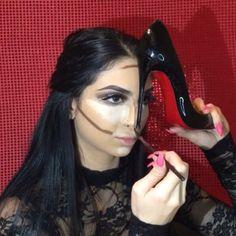 Contorno com Louboutin: a técnica de maquiagem mais estranha que você já viu