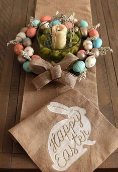 20 Easter Centerpieces Celebrating The Blooming Buds With Utmost Beauty – Cute DIY Projects Diy Halloween Dekoration, Diy Osterschmuck, Diy Centerpieces, Easter Centerpiece, Graduation Centerpiece, Quinceanera Centerpieces, Cute Diy Projects, Diy Easter Decorations, Table Decorations