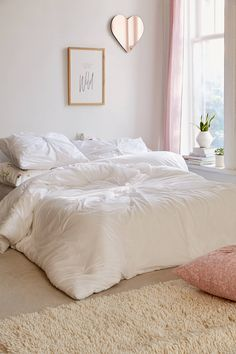 A clean, modern comforter with a twist! Shop the Nu Twist Comforter, SKU ☁️ Teen Girl Bedrooms, Teen Bedroom, Warm Bedroom, Girl Rooms, Bedroom Themes, Bedroom Decor, Bedroom Ideas, Bedroom Mirrors, Queen Bed Dimensions