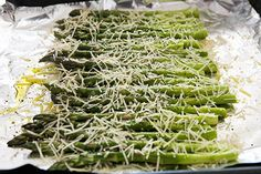 Baked Asparagus with Parmesan ~ Asparagus spears, trimmed and sprinkled with olive oil, salt, pepper, and Parmesan cheese. Takes only 10 minutes on 400 to cook! Parmesan Asparagus, Baked Asparagus, How To Cook Asparagus, Asparagus Recipe, Asparagus Spears, Vegetable Sides, Vegetable Side Dishes, Vegetable Recipes, Olives