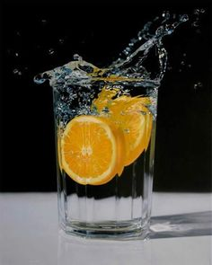 A wave of refreshment - Hyperrealism Paintings by Jason de Graaf. Jason de Graaf was born in Montreal in 1971 and lives and works in Quebec, Canada. de Graaf uses photographs and infuses his works with detail and clarity that give them a separate life and Hyperrealism Paintings, Hyperrealistic Art, Hyper Realistic Paintings, Realistic Drawings, Painting Still Life, Still Life Art, Art Hyperréaliste, Art Du Monde, Les Oeuvres