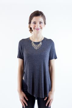 perfect for a casual minimalist look. It has slits on the sides for a more stylish look