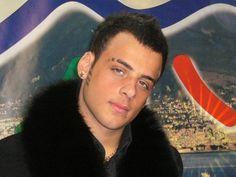 """Napoli: arrestato il neomelodico """" Zuccherino"""" per detenzione, porto illegale ed esplosione di colpi d'arma da fuoco » Spettegolando"""