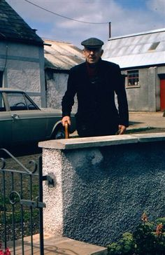 Matthew Kenny an old Irish man at Greenhill Farm, Aghoghill. Co Antrim. Old Irish, Irish Men, Celtic Nations, Celtic Culture, Mother Family, Irish Pride, Ireland Homes, Isle Of Man, Where The Heart Is
