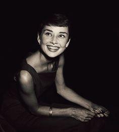 Audrey Hepburn c. Audrey Hepburn Pictures, Aubrey Hepburn, Audrey Hepburn Quotes, Golden Age Of Hollywood, Old Hollywood, Audrey Hepburn Givenchy, Beautiful Lips, Photography 101, I Icon