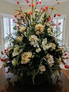 Ideas For Wedding Centerpieces Silver Crystals Creative Flower Arrangements, Artificial Floral Arrangements, Beautiful Flower Arrangements, Fall Arrangements, Wedding Table Centerpieces, Floral Centerpieces, Peonies And Hydrangeas, Church Flowers, Floral Foam