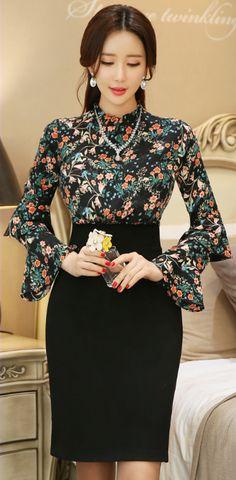 StyleOnme_Floral Print Ruffle Sleeve Detail Fitted Dress #flower #floral #dress #ruffle #feminine #elegant #pretty #koreanfashion #kstyle #seoul #girly #dress #kfashion