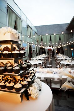 love the layout and cupcake stand with one cake idea for quinceanera