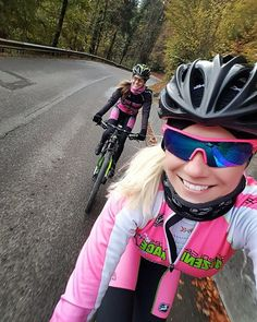 The calendargirls #miss_april_scc and #kristinatzeni on tour 😉 #cyclingpics #mtb #BiciDaCorsa #bicycle #bikeride #biking #instacycling #outsideisfree