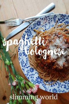 Speedy Slimming World Spaghetti Bolognese - Write Like No One's Watching Slimming World Spaghetti Bolognese, Sw Meals, Slimming World Syns, Side Salad, Meals For One, Cherry Tomatoes, Veggies, Tasty, Syn Free