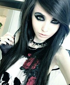 I love Emo / Scene / Gothic / Punk ツ This Page is all about being different. Cute Goth Girl, Cute Emo Girls, Hot Goth Girls, Gothic Girls, Cute Scene Girls, Emo Scene Hair, Emo Hair, Scene Girl Hair, Estilo Punk Rock