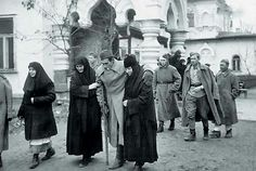 Wounded soldiers arriving at a hospital in Pokrovsky Monastery, Kiev 1943.