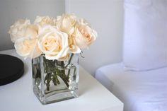 How to Arrange Roses in a short vase to brighten up your bedroom!