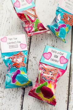 Free Printable Ring Pop Valentines for Kids - Free Printable Ring Pop Valentines that are easy to put together and perfect for kids to hand out at their school Valentine's Day party. day cards for kids Free Printable Ring Pop Valentines Kinder Valentines, Valentine Gifts For Kids, Valentine Day Boxes, Valentines Day Food, Homemade Valentines, Valentines Day Decorations, Valentine Day Crafts, Valentines Ideas For School, Cute Valentine Ideas