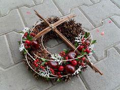 Autumn Wreaths, Christmas Wreaths, Christmas Crafts, Funeral Flower Arrangements, Funeral Flowers, Centre Pieces, Crucifix, Tis The Season, Origami