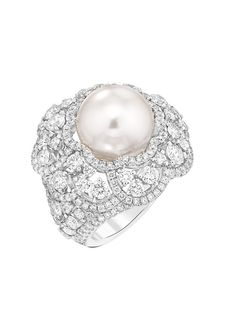 La bague Camélia Exquis de Chanel haute joaillerie en or blanc, serti de 230 diamants et d'une perle de culture d'Indonésie http://www.vogue.fr/joaillerie/le-bijou-du-jour/diaporama/la-bague-constellation-du-lion-de-chanel-haute-joaillerie/18768/carrousel#la-bague-camlia-exquis-de-chanel-haute-joaillerie-en-or-blanc-serti-de-230-diamants-et-dune-perle-de-culture-dindonsie