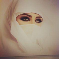 The eye makeup is pretty Arabian Women, Arabian Beauty, Niqab Eyes, Arabian Eyes, Arabic Makeup, Hidden Beauty, Stunning Eyes, Eye Makeup, Beauty Makeup