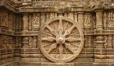 Ornately carved Monolithic wheel/sun-dial, Konark Surya Mandir, Orissa Another lost technology of Konark Sun temple!! The uniqueness of the temple lies in the fact that between every two stone pieces there lies an iron plate (this can be clearly seen). The temples higher floors have been reinforced using massive iron beams.