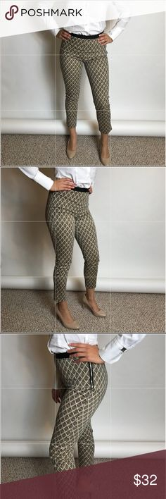 ❤️❤️ Beige & Black Printed Skinny Cropped Pants S Most adorable pants ever! Purchased and never worn. Perfect. The inseam is 26 inches, the waist is 26 inches, the rise is 9 inches. 98% cotton, 2% spandex. Forever 21 Pants Ankle & Cropped