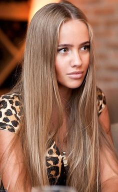 Light Brown hair color, very natural and beautiful. (WHO IS SHE?! WHAT IS HER NAME? SOMEONE TELL ME PLEASE! I NEED MORE PICS OF THAT HAIR COLOUR)
