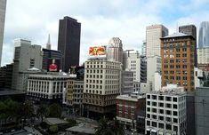 San Francisco on ehdottomasti yksi kauneimmista ja kiinnostavimmista kaupungeista Yhdysvalloissa ja maailmassa. Värikäs kulttuuri, ystävälliset ihmiset, kauniit maisemat ja ikoniset nähtävyydet valloittavat! Lisää tunnelmia blogissa! // San Francisco is for sure one the prettiest and most interesting cities the Usa and in the World. Colourful culture, friendly people, beautiful sceneries and iconic sights are worth experiencing! #sanfrancisco #california #usa #sanfran #sf #travel San Francisco, Clint Eastwood, New York Skyline, California, Lifestyle, Travel, Viajes, Destinations, Traveling