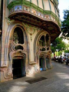 Hobbit's house? | Casa Comalat, Barcelona