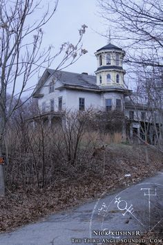 House in Old Saybrook, CT - abandoned long ago.  Previous Pinner said ... My BF actually went inside and scoped it out from main floor, to tower, to basement.  He said it was definitely haunted.  Goosebumps!