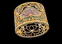 Bracciale in oro, diamanti, zaffiri rosa e blu