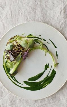 4 Tips On Staying Creative From Noma Star Chef Rene Redzepi food design Food Design, Plate Design, Gourmet Recipes, Cooking Recipes, Healthy Recipes, Michelin Star Food, Think Food, Food Decoration, Food Presentation
