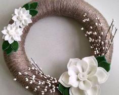 Items similar to Green & pink yarn wreath, yarn wreath, door decor,felt flower wreath,spring wreath,summer wreath,flower wreath,wedding decor, summer decor, on Etsy