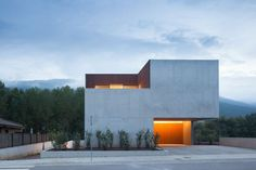 CASA MOSSEGADA / BITTEN HOUSE