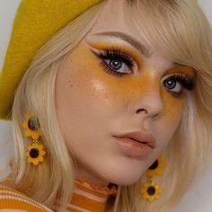 Retro Makeup, Eye Makeup Art, Makeup Inspo, Makeup Inspiration, Makeup Tips, Makeup Ideas, Cool Makeup Looks, Cute Makeup, Yellow Eye Makeup