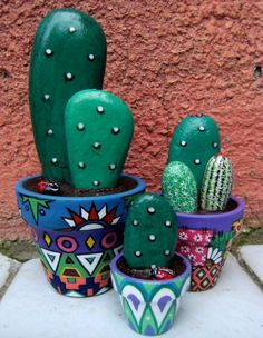 You will love to learn how to make a Painted Cactus Rock Garden and we have lots of inspiration plus a video tutorial to show you how. Cactus Rock, Painted Rock Cactus, Painted Flower Pots, Painted Pots, Painted Stones, Pebble Painting, Pebble Art, Stone Painting, Diy Painting