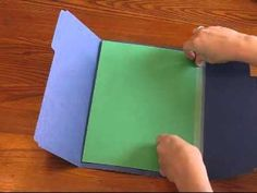 How to make a single- folder lapbook. This will also show you how to add a page. English Activities, Preschool Activities, Interactive Journals, Home Schooling, Classroom Organization, Teaching English, School Projects, Tricks, Homeschool