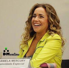 With a Kiss Against Homophobia In Brasil Lgbt Celebrities, Daniela Mercury, Lgbt News, Lgbt Community, Malu, Gay Couple, Equality, Kiss, Singer