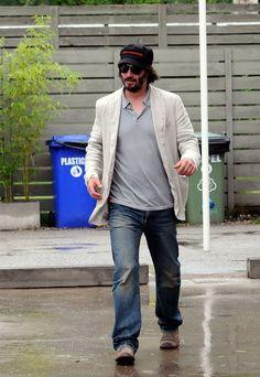 Keanu Reeves Runs Errands in the Rain