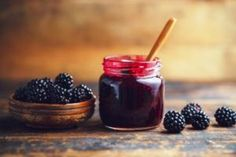 Read our favourite blackberry recipes for autumn, from healthy cookies to delicious vension fillet with blackberry sauce. Homemade Blackberry Jam, Blackberry Jam Recipes, Blackberry Sauce, Homemade Apple Pies, Easy Canning, Canning Recipes, Salsa Morita, Easy Recipes For Beginners, Roasting Tins