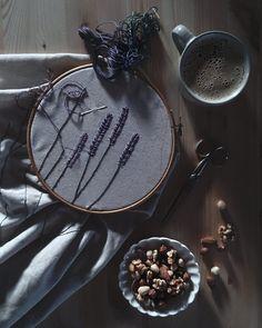 Good morning! Work in progress! And my breakfast too #cazadoradeinspiracion_littlemoments #embroideryinstaguild #embroidery #embroidered #handmadewithlove #handembroidery #morning #mymorning #fouriadorefriday #aquietstyle #onmytable #homespunmagazine @homespunmagazine #slowliving #nothingisordinary #livethelittlethings #bordado #bordadoamano