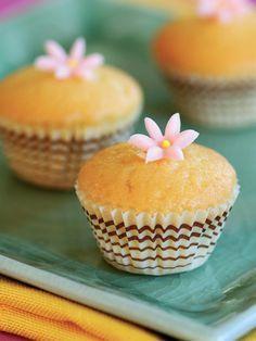 Limonlu Cupcake Tarifi - Tatlı Tarifleri Yemekleri - Yemek Tarifleri Breakfast Recipes, Dessert Recipes, Desserts, Cheesecake Pops, Yummy Mummy, Love Food, Tart, Keto Recipes, Food Photography